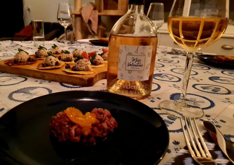 Gedekte tafel Reis door de wijn